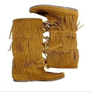 Minnetonka brown suede fringed moccasin  boots 7